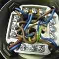 Oprava svetla oprava sluchatek detail novych kabelu 3xcyky 1 5mm svorkovnice