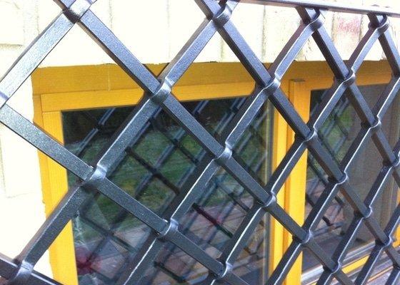 Probíjené mříže na rodinný dům