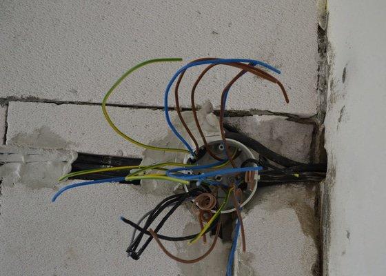 Kompletní elektroinstalace při rekonstrukci bytu a garáže