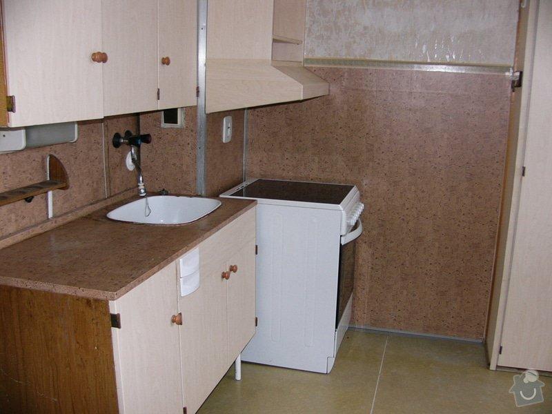 Obkladani umakartoveho jadra, pokladka plovouci podlahy, vymalovat okna ,tapetovani: P1070639