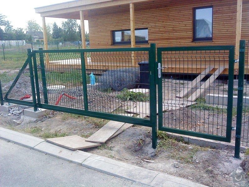 Oplocení RD s bránou a brankou: pojezdova_brana_a_branka_Horousanky