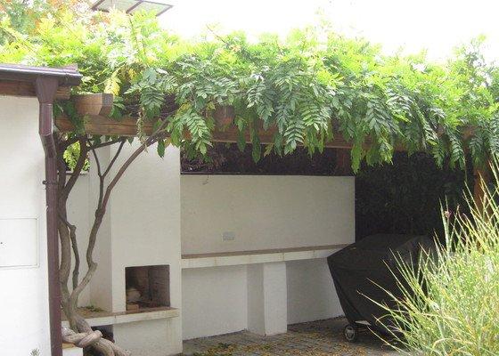 Stavba zahradního krbu