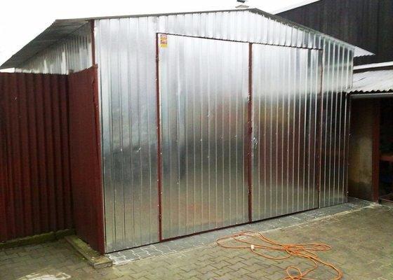Plechová garáž