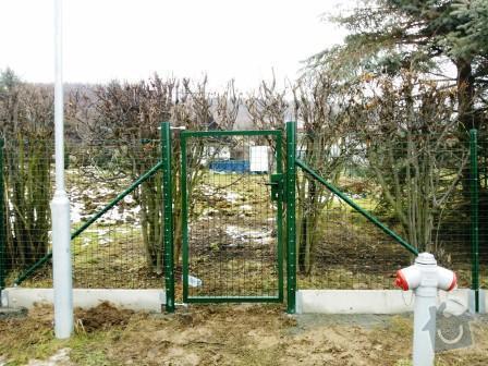 Oplocení pozemku v Mníšku pod Brdy: branka_svarovana_sit_Mnisek_pod_Brdy