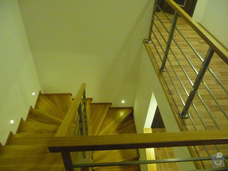 Nerezové interierové zábradlí s dubovým madlem: P1070039