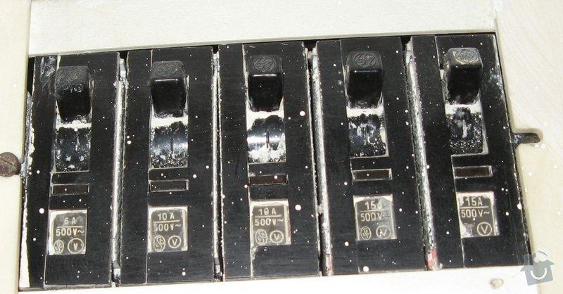 Výměna zásuvky a zprovoznění napájení koupelnového jádra: jistice_detail
