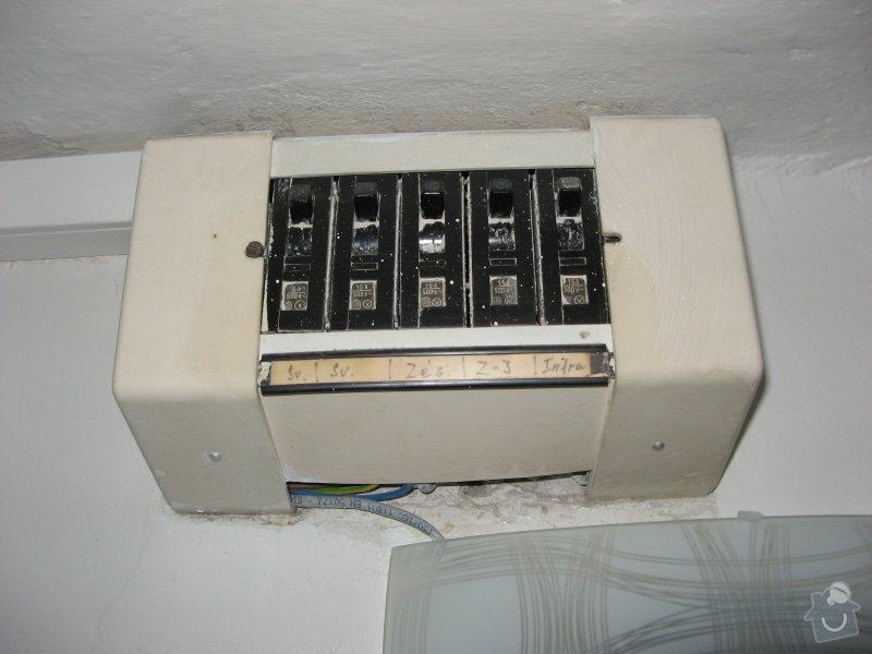 Výměna zásuvky a zprovoznění napájení koupelnového jádra: jistice