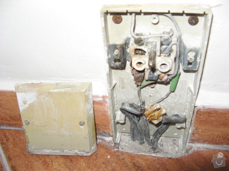 Výměna zásuvky a zprovoznění napájení koupelnového jádra: vadna_zasuvka-faze_odpojena