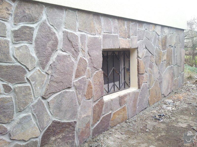 Obklad soklu rodiného domu přírodním kamenem: DSC_0095