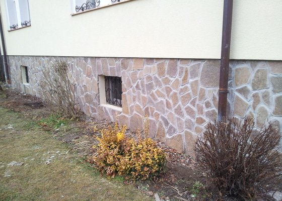 Obklad soklu rodiného domu přírodním kamenem