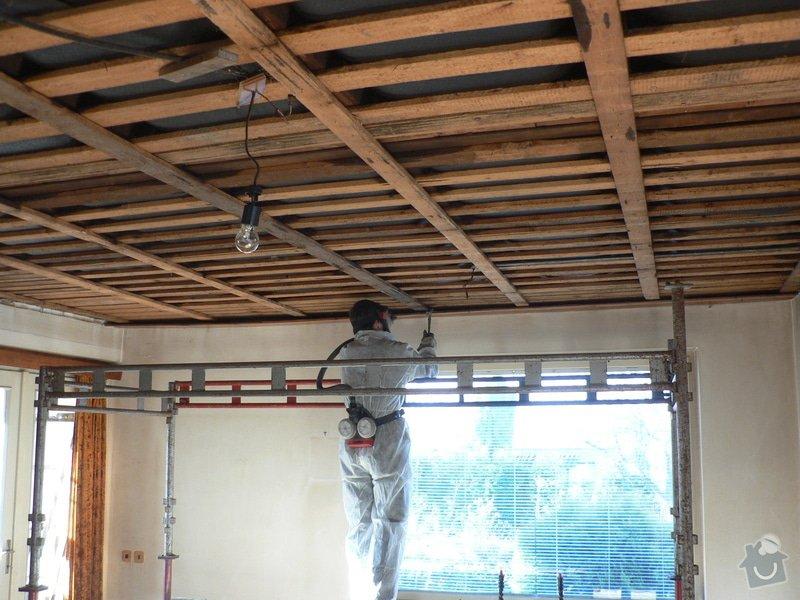 Foukaná izolace ploché střechy a vytvoření podhledu.: P1080899