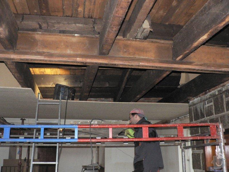 Foukaná izolace ploché střechy a vytvoření podhledu.: P1090007