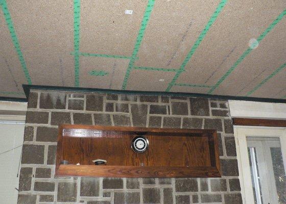 Foukaná izolace ploché střechy a vytvoření podhledu.