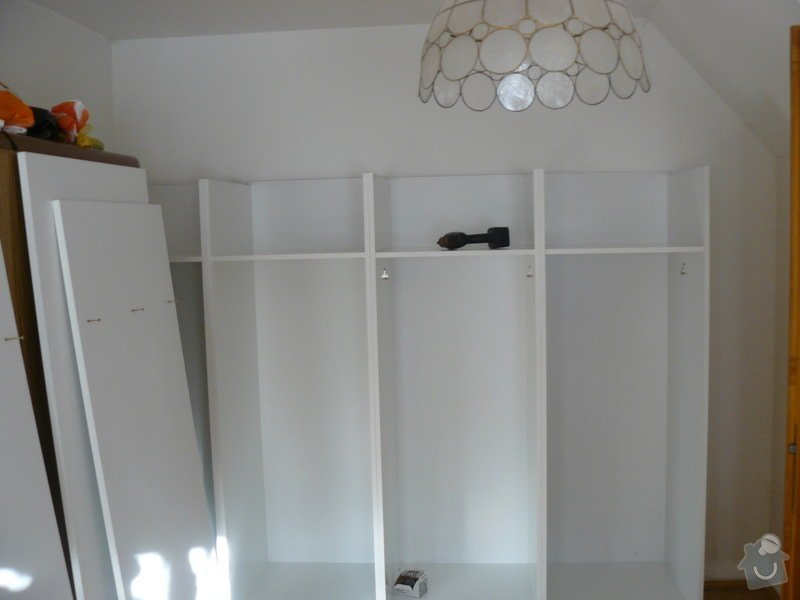 Vestavěná skříň s šikmým stropem: P1050639