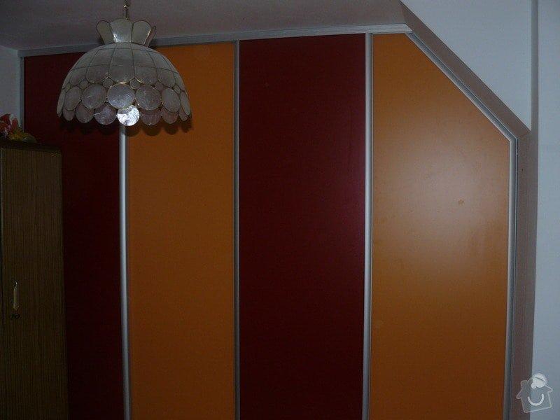 Vestavěná skříň s šikmým stropem: P1050656