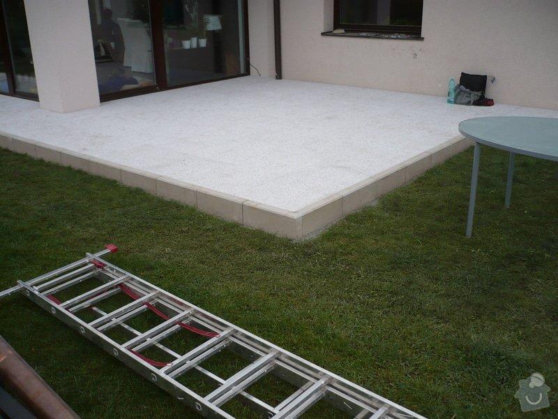 Zhotovení sádrokartonu, strukturová omítka a betonová dlažba.: P1080327