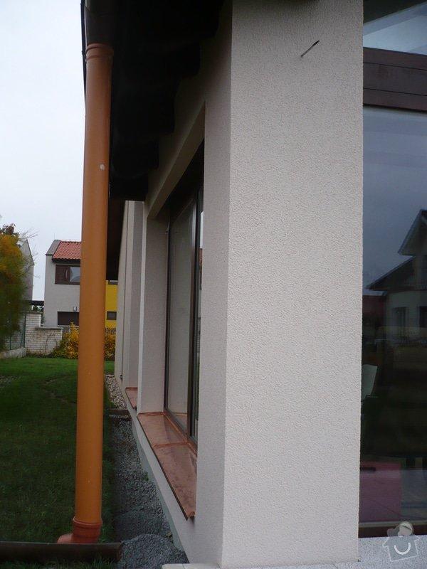 Zhotovení sádrokartonu, strukturová omítka a betonová dlažba.: P1080333