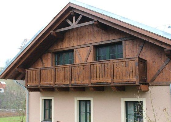 Balkony a obložení penzionu