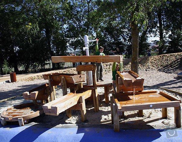 Výrobu dřevěných vodních herních prvků (korýtka): korytka_na_vodu