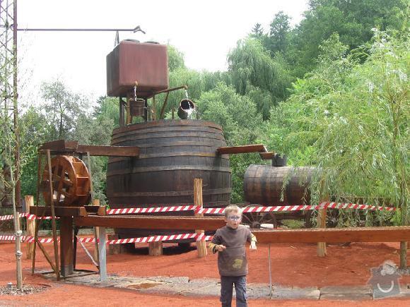 Výrobu dřevěných vodních herních prvků (korýtka): vodni_hry