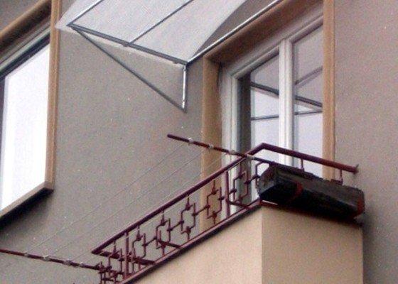Zastřešení balkónu a vchodu