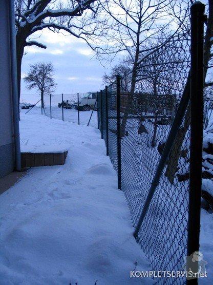 Asi 30 metrů drátěného plotu, bez podezdívky, branku: IMG_0386