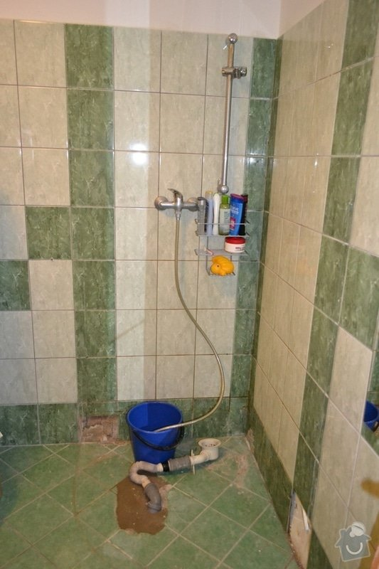 Instalace vany namísto sprchového koutu: pred