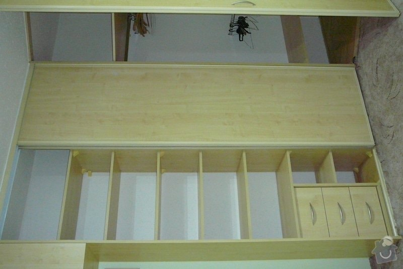 Rohová vestavěná skříň lamino: P1120733