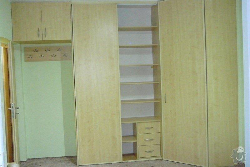 Rohová vestavěná skříň lamino: P1120736