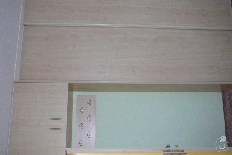 Rohová vestavěná skříň lamino: P1120685