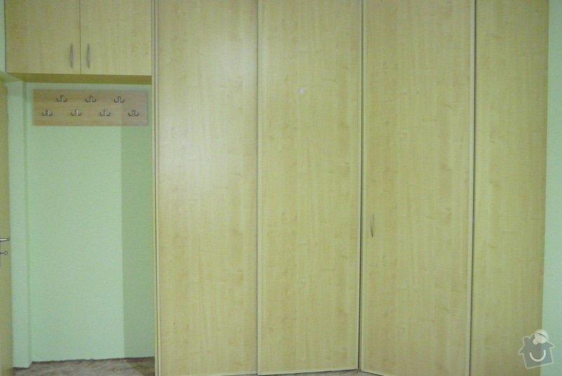 Rohová vestavěná skříň lamino: P1120732