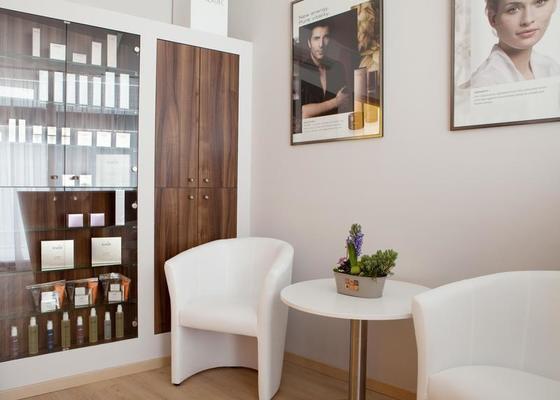 Kosmetický salón - zakázkový nábytek