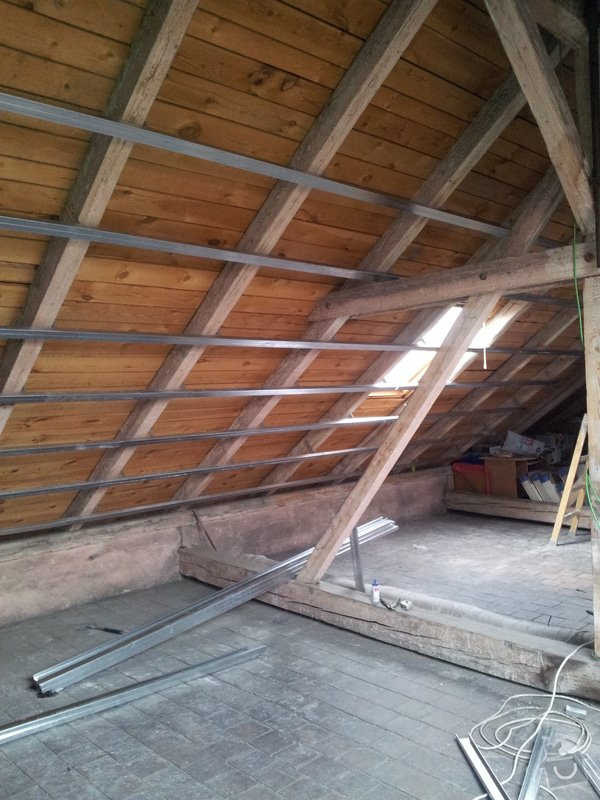 Montáže sádrokartonu, rekonstrukce podkroví, suché podlahy s podsypem Fermacell,výměna střešního okna, montáž poudra Eclisse pro posuvné dveře do SDK příčky.: Podkrovi_4