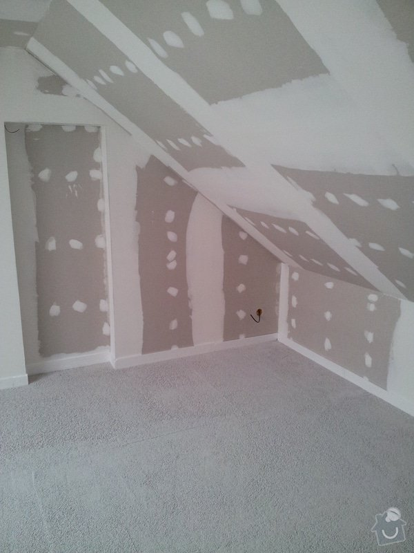 Montáže sádrokartonu, rekonstrukce podkroví, suché podlahy s podsypem Fermacell,výměna střešního okna, montáž poudra Eclisse pro posuvné dveře do SDK příčky.: Podkrovi_88