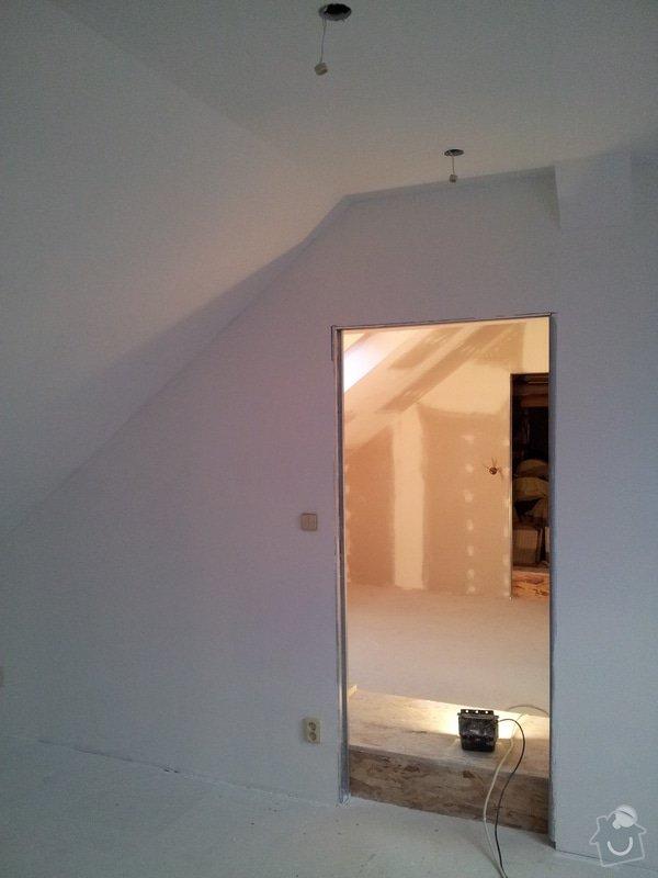 Montáže sádrokartonu, rekonstrukce podkroví, suché podlahy s podsypem Fermacell,výměna střešního okna, montáž poudra Eclisse pro posuvné dveře do SDK příčky.: Podkrovi_55