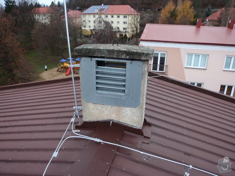 Oprava komínů na panelovém domě: jan_rubek_kleizol_kadan_budovatelu_2011_klempirstvi_pokryvacstvi_02