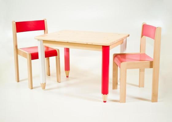 Dětský dřevěný stůl s židlemi