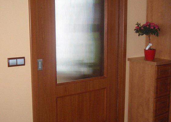 Dodávka a montáž vnitřních dveří vč.obložkových zárubní-RD Cerhovice