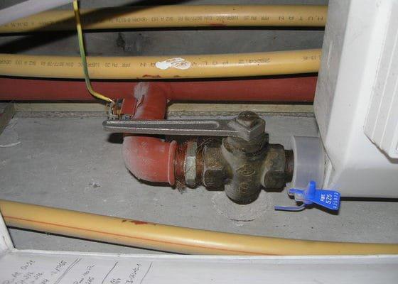 Vyměnit plynové kohouty v bytech