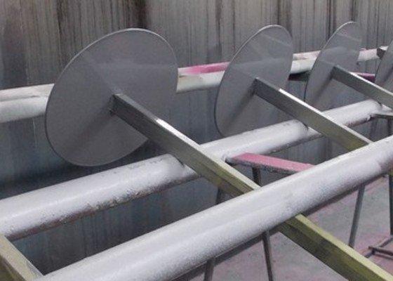 Lakování (nástřik, stříkání) kovových dílů