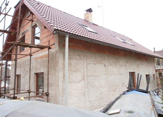 Zhotovení zateplení a stěrky rod. domu