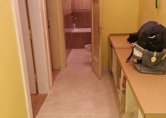 Rekonstrukce bytu,obklady,renovace parket,pokládka plovoucí podlahy aj.