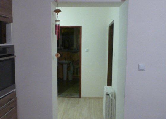 Výroba int. posuvných dveří na stěnu