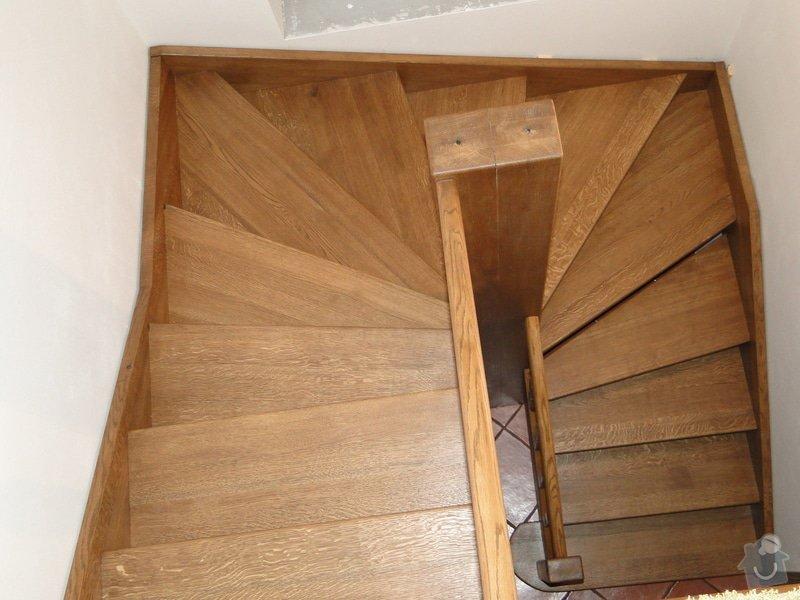 Dřevěné schodiště: DSC02993