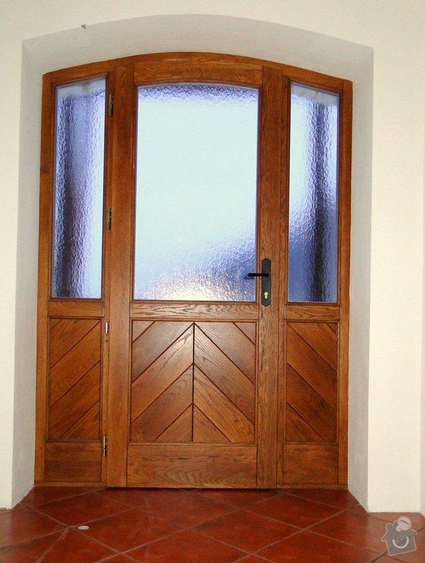 Obloukové vchodové dveře a garážová vrata: Dvere