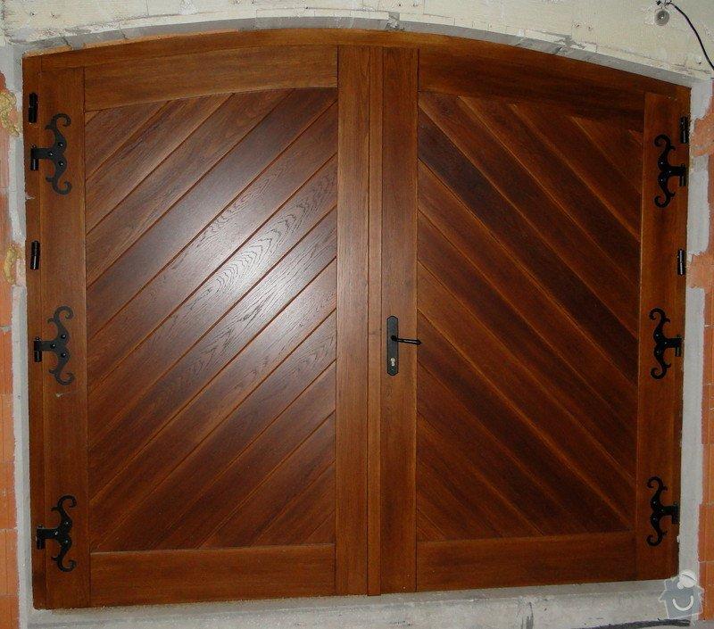 Obloukové vchodové dveře a garážová vrata: DSC03063