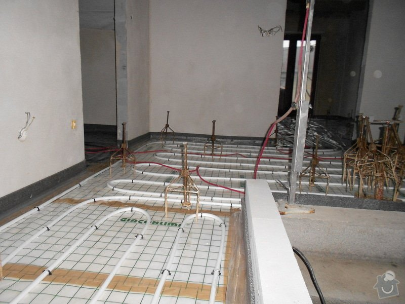 11/2012 RD Brodek u Prostějova, anhydritová podlaha  -  230 m2: DSCN8191