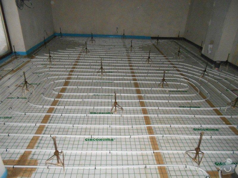 11/2012 RD Brodek u Prostějova, anhydritová podlaha  -  230 m2: DSCN8196