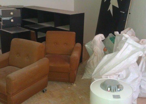 Odvoz nábytku a desek do sběrného dvora