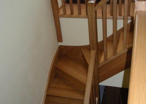 Výroba dubových schodů a zábradlí